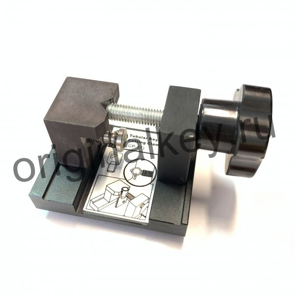 Тиски для нарезки табулярных ключей на станке ЧПУ SEC-E9.