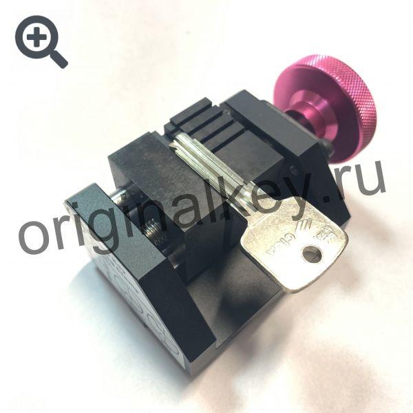 Тиски для нарезки вертикальных дверных ключей на станке ЧПУ SEC-E9. CP-88