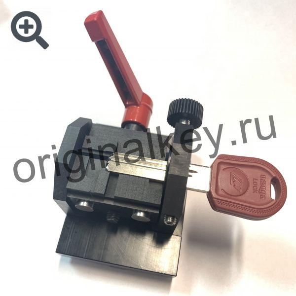 Тиски для нарезки вертикальных дверных ключей на станке ЧПУ SEC-E9
